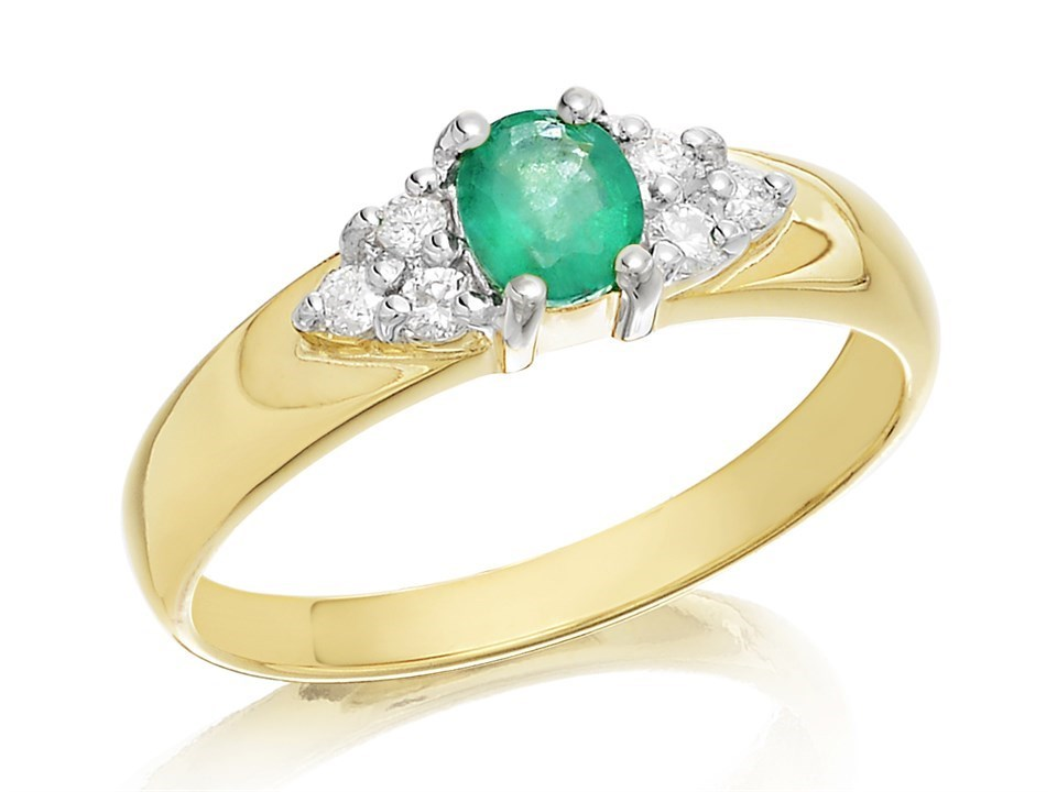 72c9c1dff144 9ct Gold Emerald And Diamond Ring - 12pts - D7503
