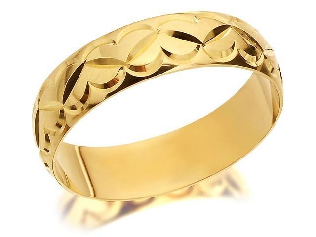 9ct gold diamond cut heart wedding ring 5mm r4394 fhinds 9ct gold diamond cut heart wedding ring 5mm r4394 junglespirit Choice Image